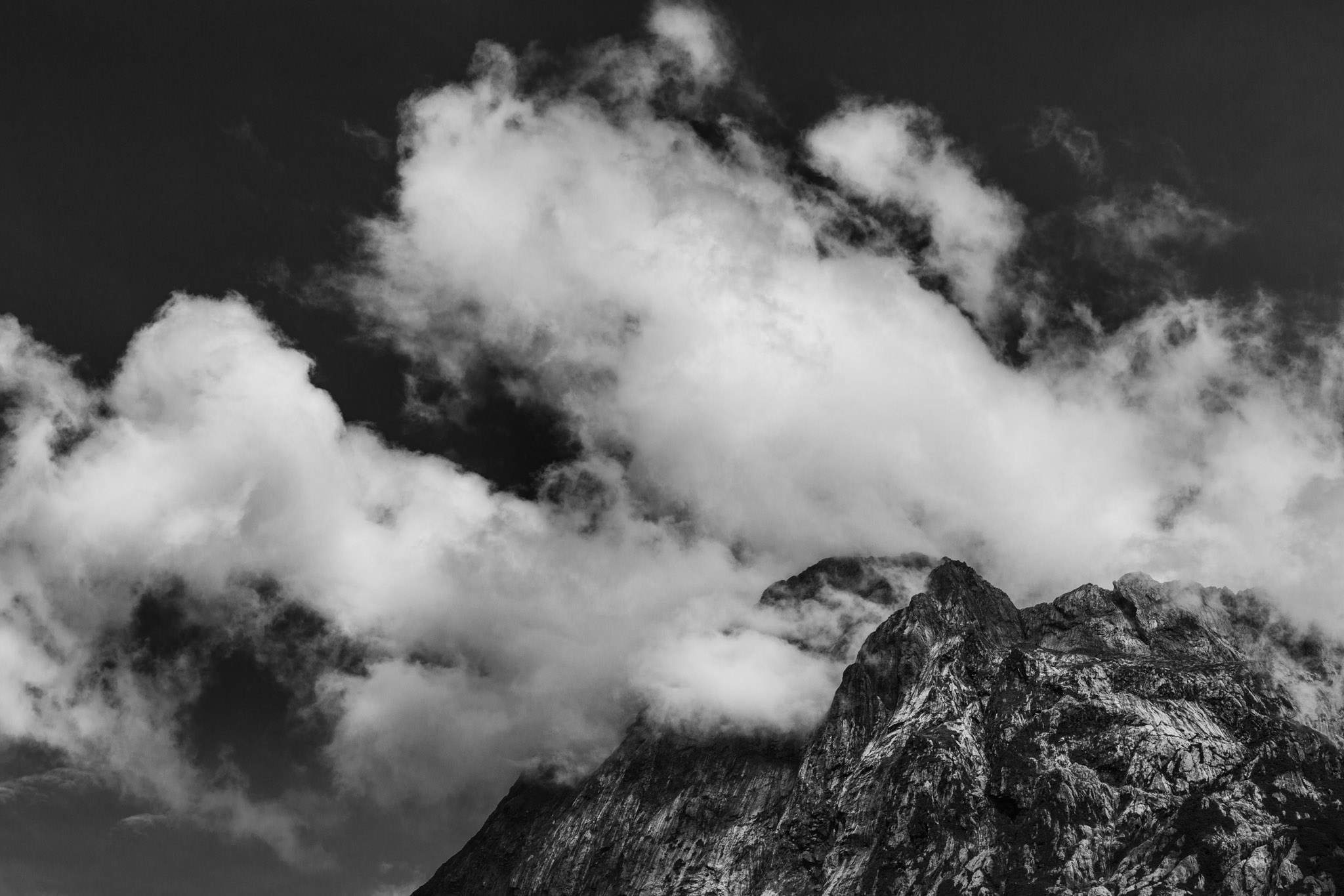 Mountains black and white-Milford Sounds-Sarah Galvan Photographe